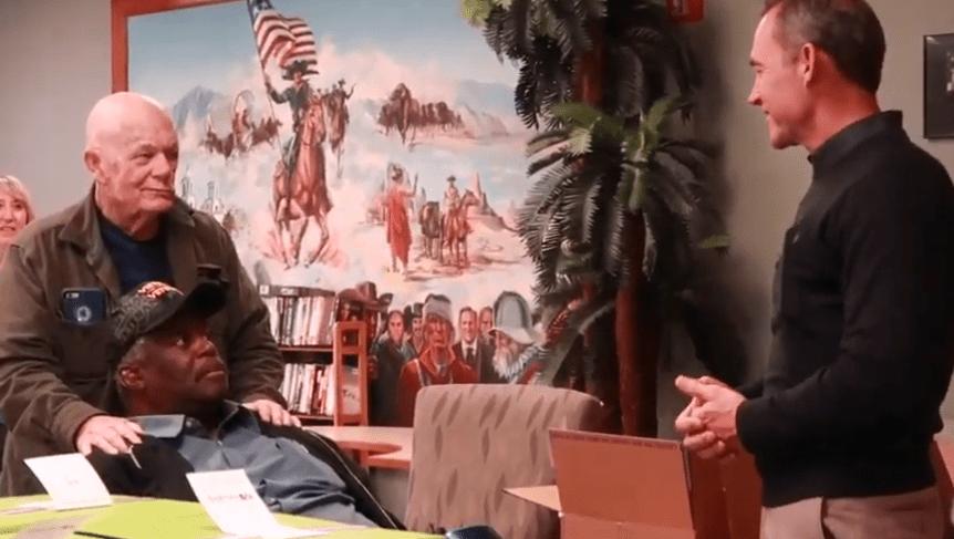 Andersen delivers Cheeriodicals to Phoenix VA Hospital