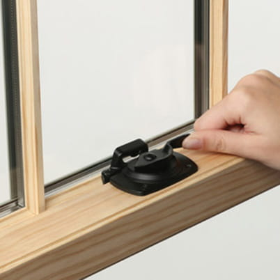 400 Series Woodwright Double-Hung window hardware
